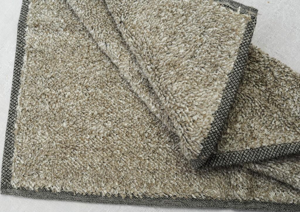 Handtuch Leinenfrottée weich col. 2 Aussenmaterial 100 % Leinen, inneres Stützgewebe: 100 % BW - linenterry towel. col. 2 soft outside: 100 % linen, inner elements: 100 % co