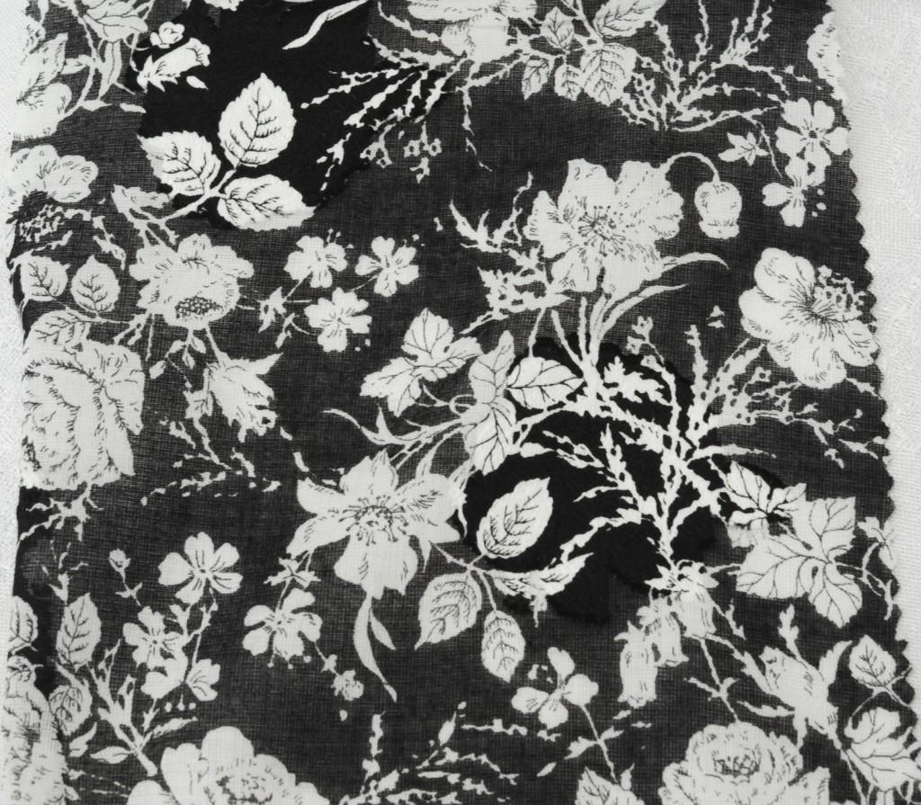 1071 schwarzes Rosenmotiv Handdruck 110 cm 100% BW - 1071 black roses handprint 110 cm 100 % cotton