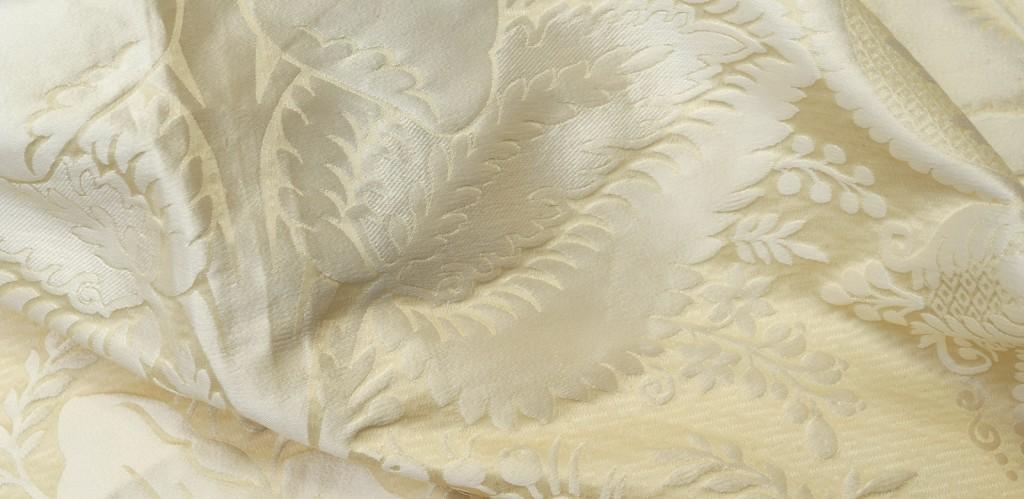 Elisabeta col. weiß 140 cm 100 % Seide - Elisabeta col. white 140 cm 100 % silk